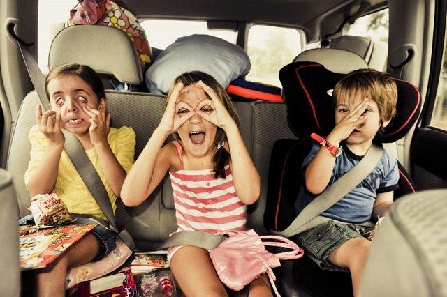 distrarre i bambini in auto