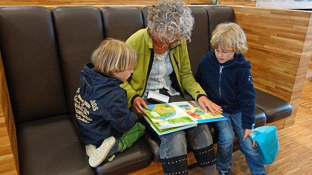Giochi da fare con i nonni o casa o al parco