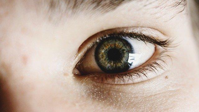 occhio rosso e dolorante