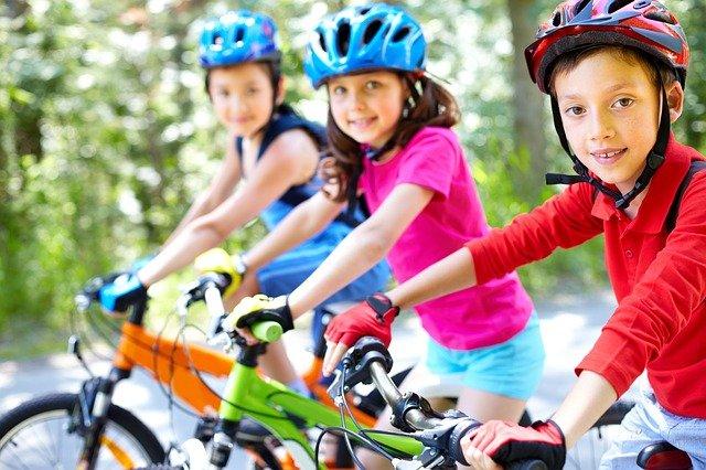 insegnare ai bambini ad andare in bici