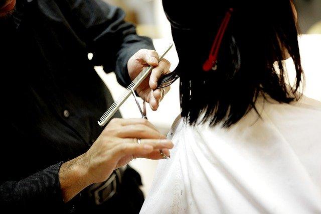 sognare di tagliare i capelli